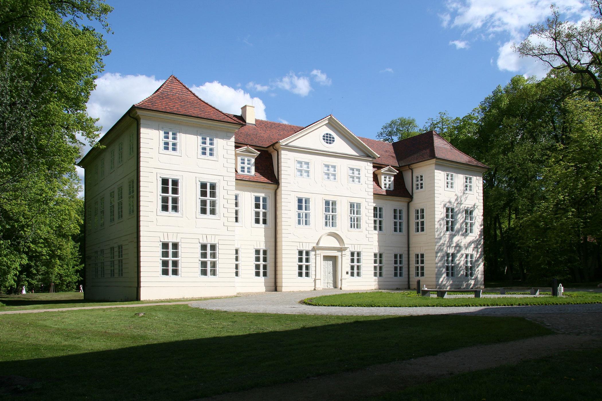 Rund um das Schloss Mirow