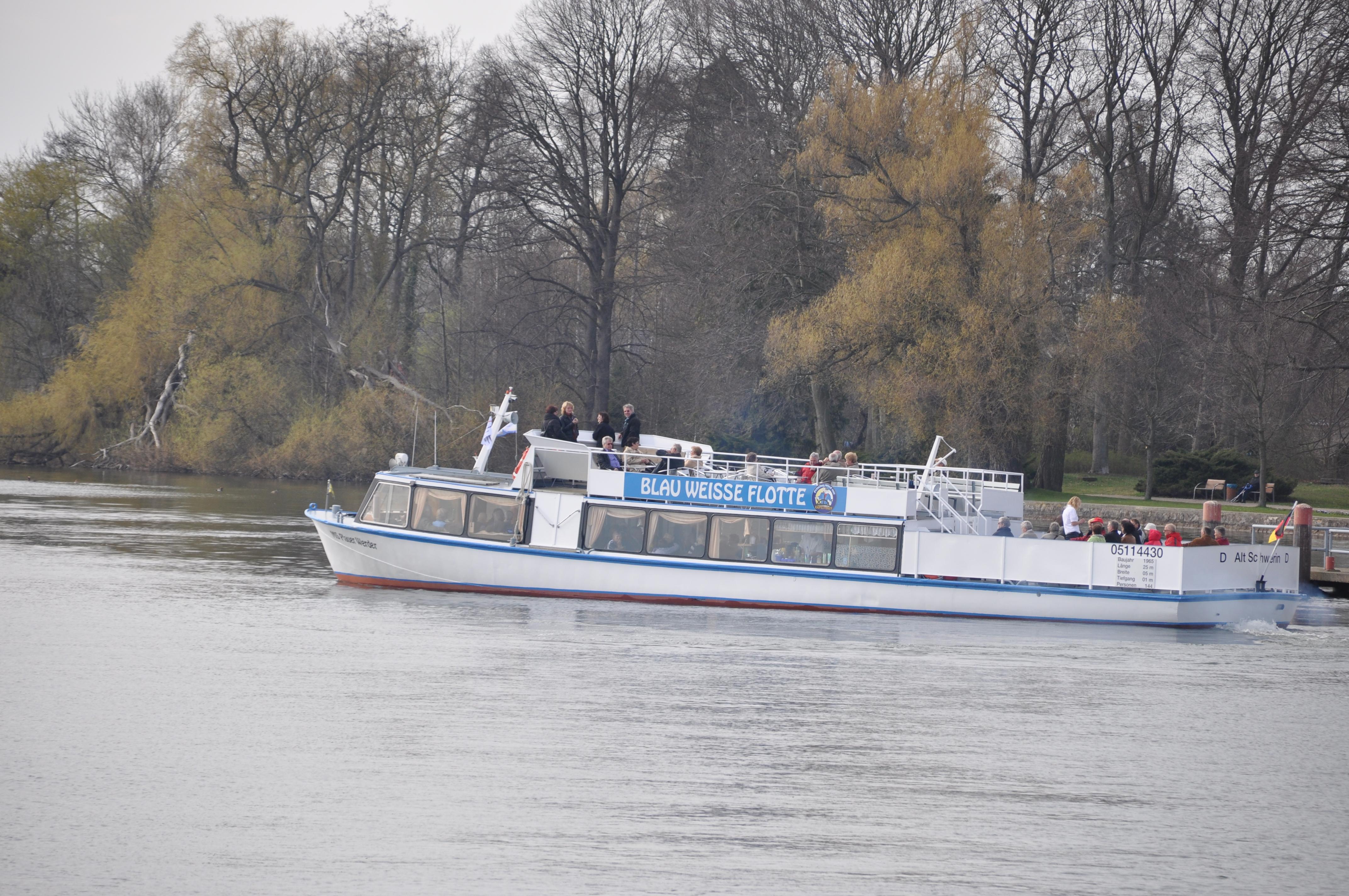 Peene Fahrt mit Brückendurchfahrt (Demminer Brücke) Richtung Loitz
